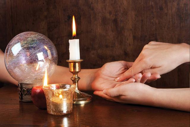 آیا مراجعه به رمال و دعا نویس ایرادی دارد؟