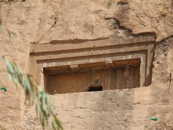 (گنج و دفینه) گور دخمههای هخامنشی,دفن اجساد بزرگان و سرداران پس از مرگ