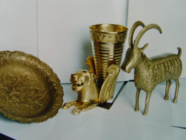 تصاویر عتیقه های زیرخاکی,عکس جنس طلا و زیرخاکی عتیقه,اشیای عتیقه قدیمی گنج و دفینه و زیرخاکی باستانی