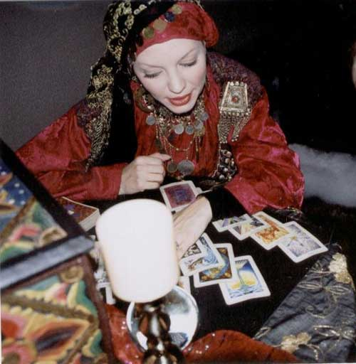 خاطره تلخ یک زن از مراجعه به سایتها و وبلاگهای دعانویسی و رمالگری سحر و جادوگری و طلسم
