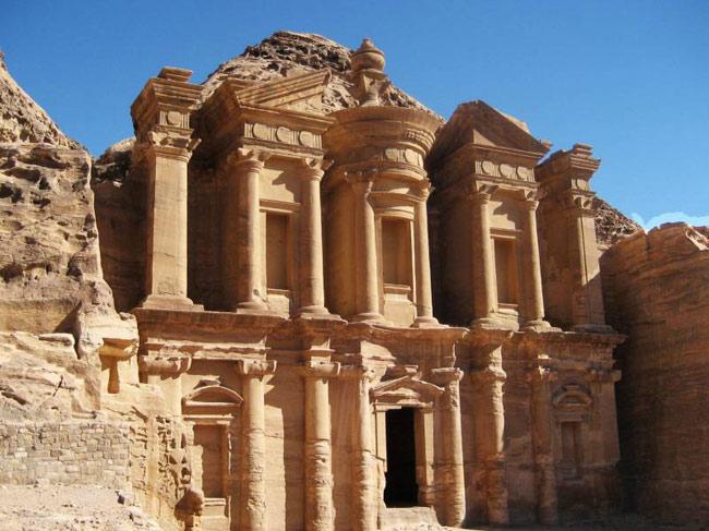 شهر سنگی گمشده پترا یکی از عجایب شگفت انگیز تاریخی و باستانی در جهان