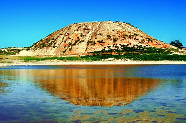 تپه های تاریخی چند هزار ساله و تپه های باستانی با گنجینه های زیرخاک
