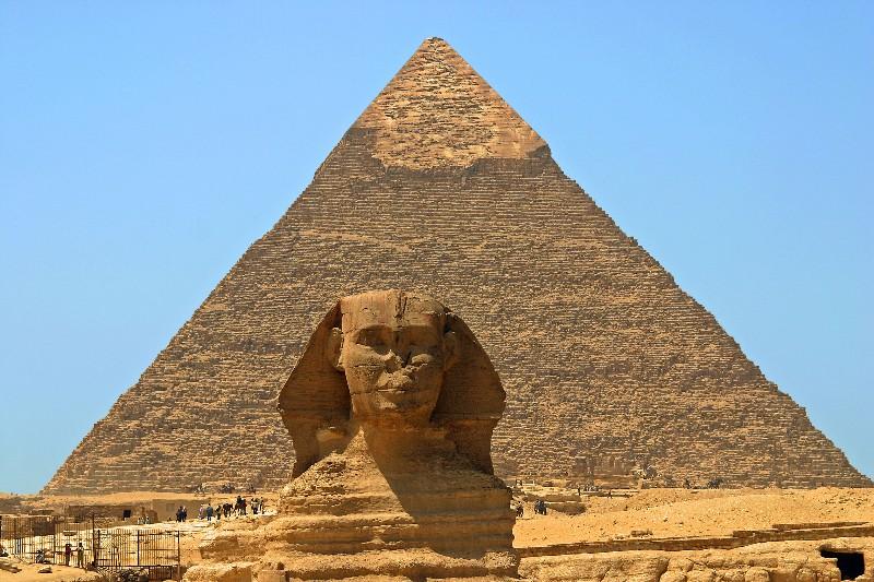 مجموعه بزرگ اهرام جیزه مصر شامل چه قسمتهایی است؟