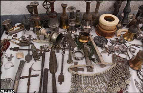 کشف مکان سکه های قدیمی و اشیاء و ظروف قدیمی عتیقه و زیرخاکی توسط پلیس