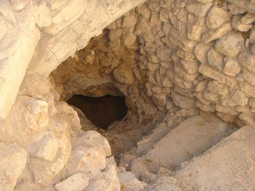علائم و نشانه های محل دفینه برای ادامه حفاری و کاوش چیست؟