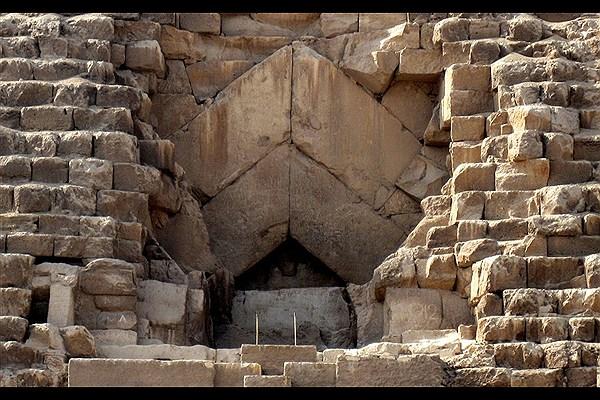 اسرار کشف نشده دنیای فراعنه - جستجو برای یافتن قبر ملکه مرموز مصر باستان - دالان و اتاقهای اسرارآمیز و مخفی در اهرام مصر
