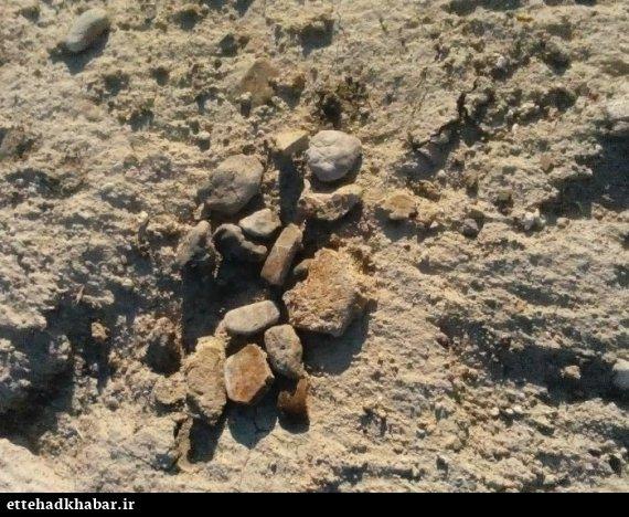 حفاری غیر مجاز تپه باستانی دشتستان حفاری های گنج یابی و عتیقه یابی تخریب آثار بازمانده از تمدنهای ایرانی