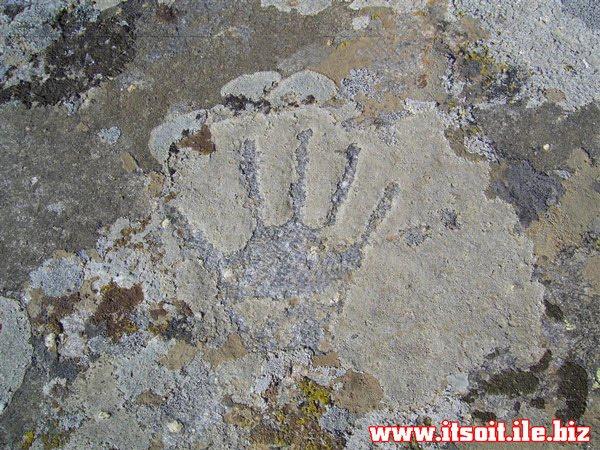 علامت دست در گنج و دفینه یابی نشانه چیست؟,کارشناسی و تفسیر نماد دست در باستان شناسی