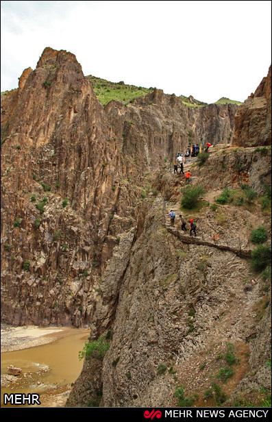 پل معلق رودخانه قزل اوزن در روستای مشکول / تصاویر و عکسهای دیدنی