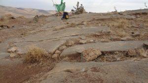 کارشناسی دفینه و جوغن - کارشناسی عکس سنگ قبر چاه