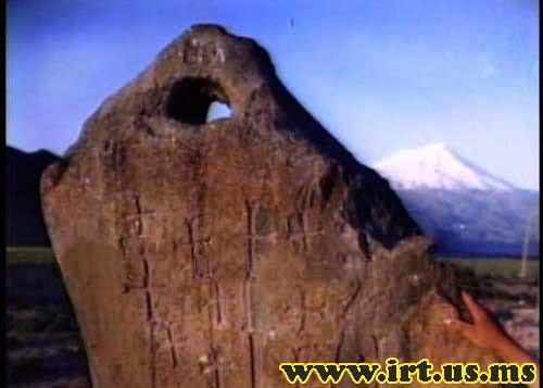 علامت سنگ دوربین یا سنگ سوراخ دار در گنج و دفینه یابی نشانه چیست؟ کارشناسی و تفسیر