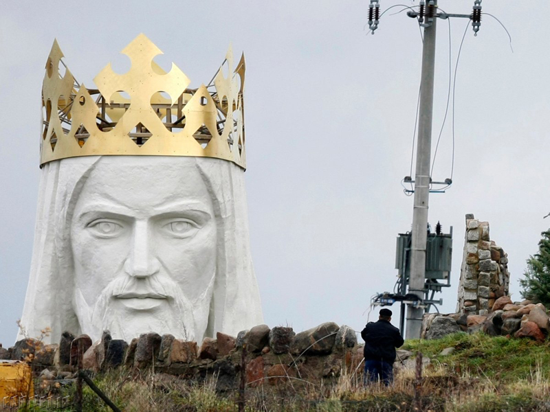 the-christ-the-king-monument-of-swiebodzin-poland-was-created-using-donations-made-by-the-towns-residents-and-stands-172-feet-high-its-crown-alone-is-10-feet-high