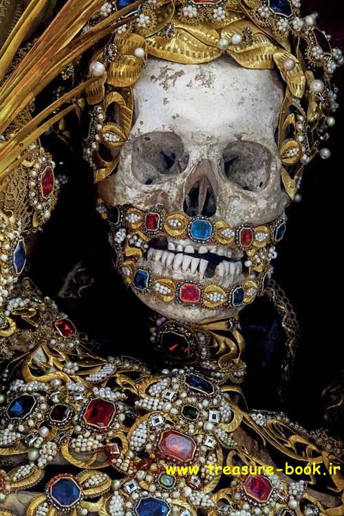 گوردخمه ها و قبرستان های باستانی , گنج و دفینه یابی در گوردخمه و قبر و گورستان قدیمی