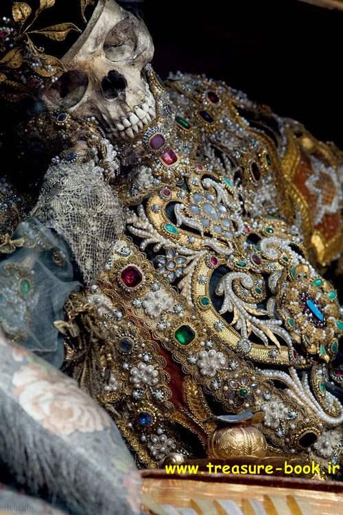 گوردخمه ها و قبرستان های باستانی , گنج و دفینه یابی در گوردخمه و قبر و گورستان قدیمی,عتیقه زیرخاکی طلا ریتون گنج و دفینه سفال در گوردخمه