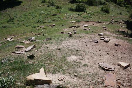 آشنایی با گورستانهای قدیمی و انواع قبرها در گنج و دفینه یابی