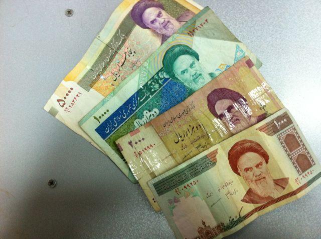 علت تبدیل واحد پول ملی ایران از ریال به تومان و تاثیر آن بر اقتصاد چیست؟