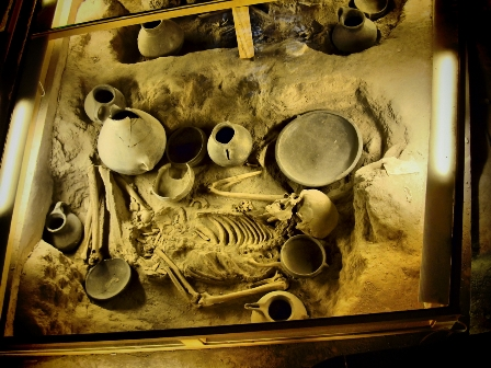 مرگ و مراسم و آیین تدفین اجساد مردگان در ایران باستان چگونه بود؟