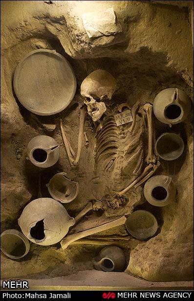 سنت ها و شیوه های تدفین مردگان در عصر آهن ایران - آیین دفن