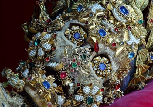 تصاویر و عکسهای کشف جسد مومیایی شده پادشاه ایرانی در گورستان تاریخی حسن آباد کردستان - فاش شدن راز مومیایی تقلبی پادشاه مادها دیاکو