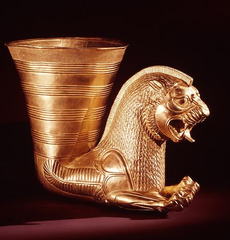 گنج و دفینه های پیدا شده متعلق به دوران هخامنشی کوزه سفالی جام و ریتون طلایی,گنجینه بزرگ هخامنشیان کوزه سفالی ریتون طلایی گردنبند و جواهرات و دستبندهای طلایی هخامنشی