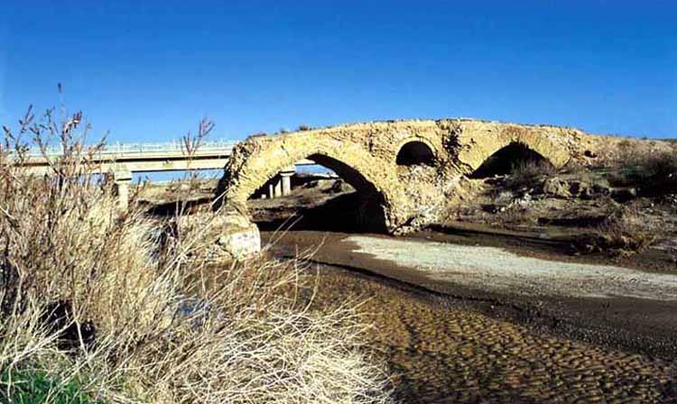 گنج و دفینه یابی در پل های قدیمی - در دوران باستان طلا و سکه را در کجای پل مخفی میکردند؟