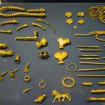 اشیای باستانی گنجينه آمودريا شامل ۱۷۰ تکه طلا و نقره متعلق به دوران هخامنشیان