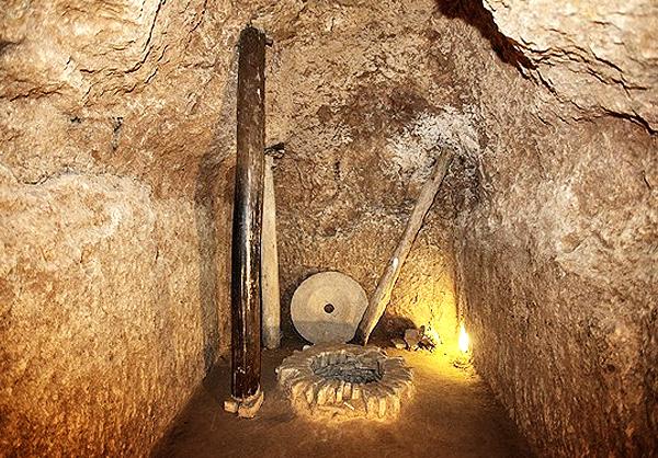 کشف شهر زیرزمینی تاریخی و باستانی سفید شهر با دالان های باریک و اتاق های کوچک