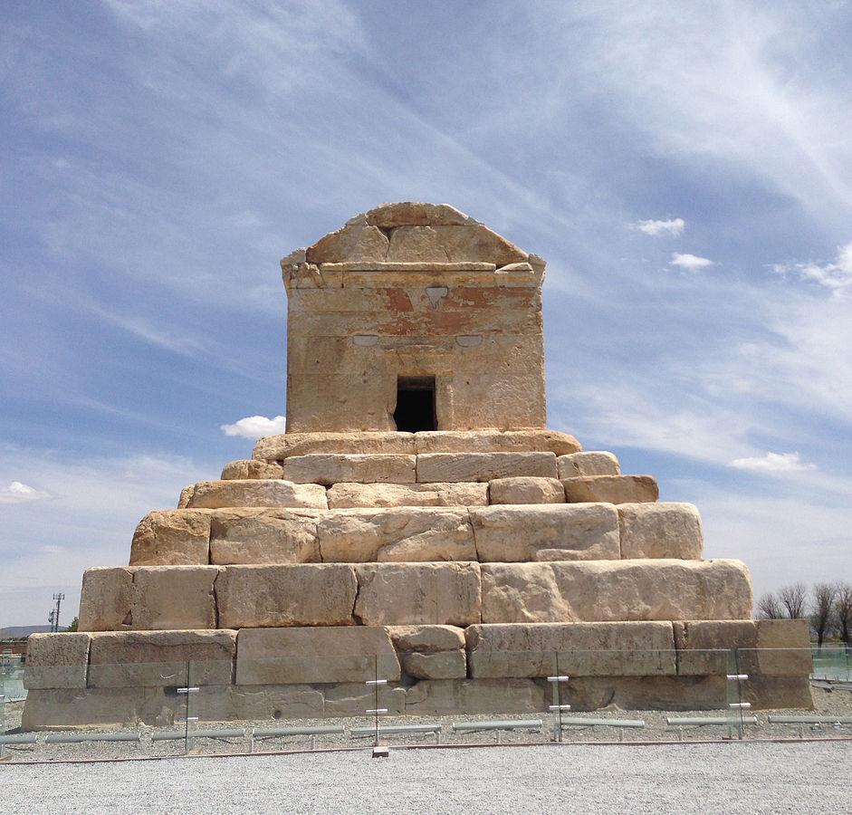 عکسهای آرامگاه کوروش بزرگ پادشاه هخامنشی در پاسارگاد شیراز - قبر کوروش کبیر