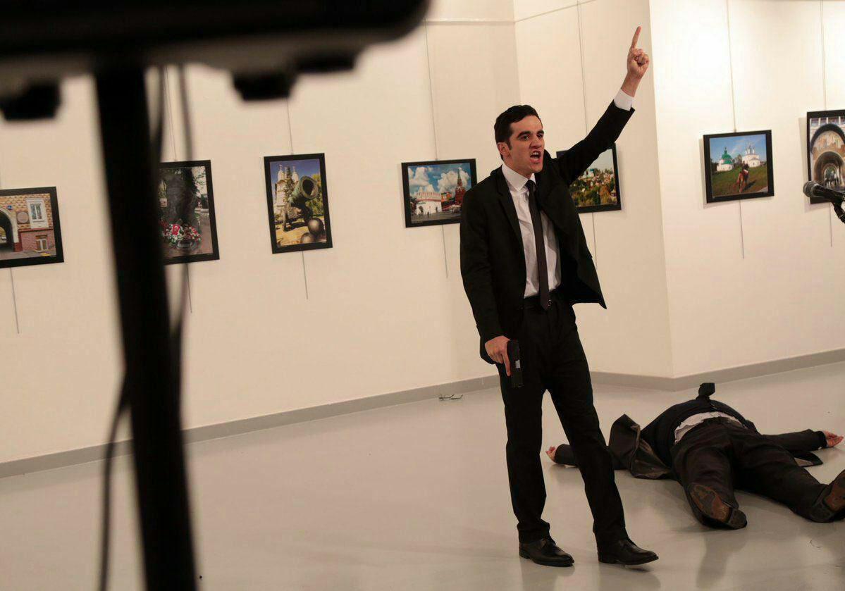 فوری :: ترور سفیر روسیه در ترکیه ، قتل سفیر روسیه / حمله مسلحانه سفیر روسیه در آنکارا