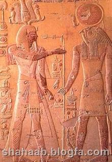 مجسمه (بت) های مصری مشابه مجسمه منتسب به کوروش