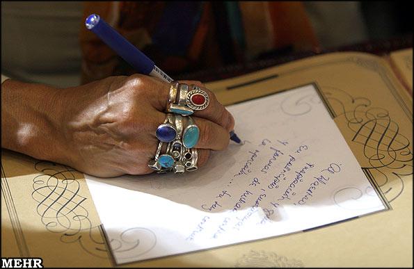 گزارشی از دفتر کار یک دعانویس زن که سحر جادو و طلسم باطل میکند !