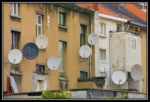 خرید و نصب آنتن هاى ماهواره اى در منازل چه حکمى دارد؟