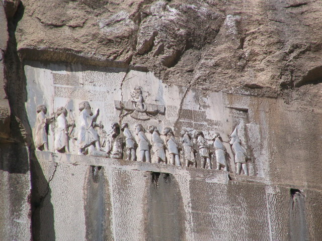 سنگ نوشته های پارسی باستان در دوران هخامنشی کتیبه های حکاکی شده بر روی کوه ها