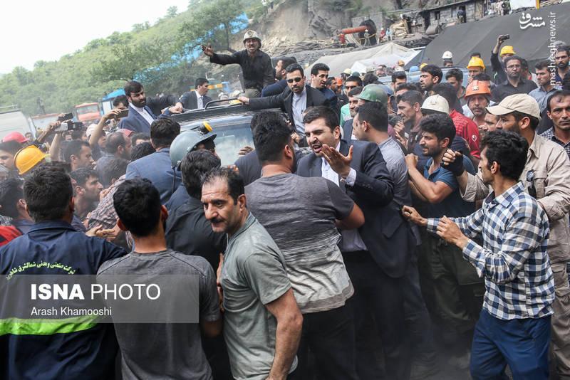 تصاویر و عکسهای اعتراض معدنچیان یورت به رئیس جمهور - روحانی مجبور شد معدن را ترک کند