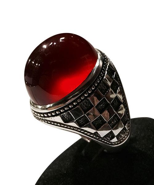 عکس انگشتر عقیق سرخ طبیعی خوش دست و فوق العاده زیبا طرح رکاب شطرنجی