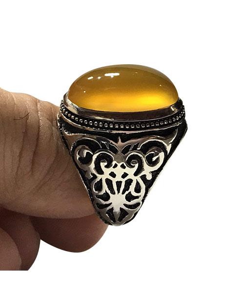 عکس انگشتر عقیق با نگین زرد و قلم زنی سه بعدی بسیار زیبا