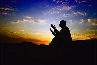 خیرات و فاتحه خواندن از جمله کارهایی که باعث خوشحال شدن روح اموات می شود